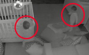 Estos padres no se podían creer lo que sus gemelos de 2 años hacen por la noche