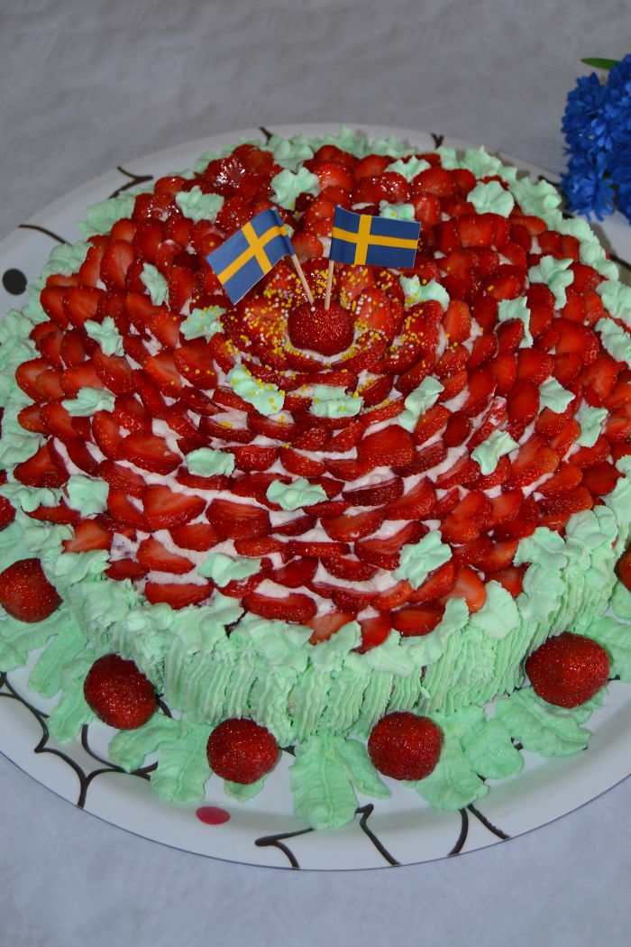 A Swedish Midsummer-cake With Strawberries I Made For 2016. (the Most Common Cake In Sweden)
