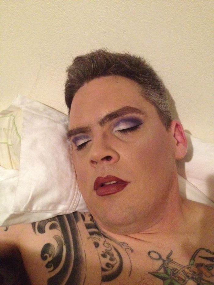 Soy maquilladora y esto es lo que ocurre cuando mi marido se queda dormido temprano