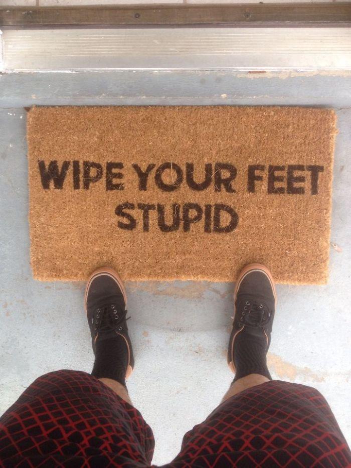 """""""Límpiate los pies, estúpido"""", gracias Ebay"""