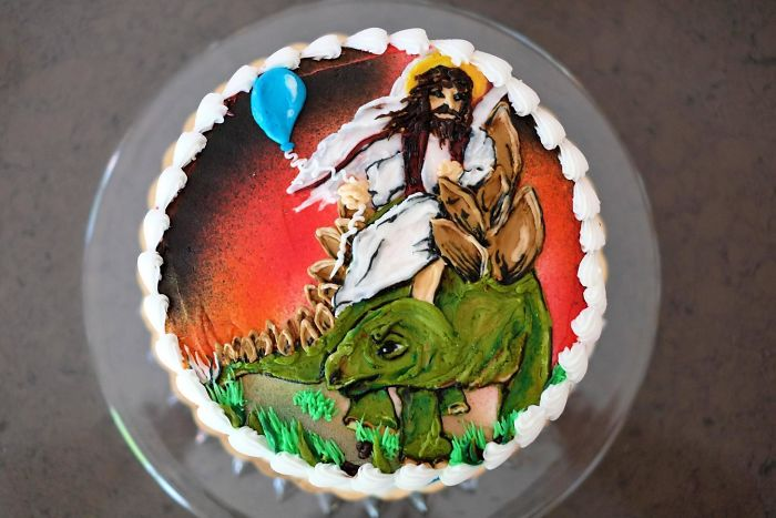 Mi hermano le pidió de broma a mi madre una tarta con Jesús cabalgando un estegosaurio
