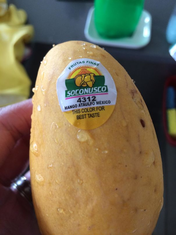 This Mango Has A Sticker Which Tells You What Colour The Best Tasting Level Of Ripeness Is