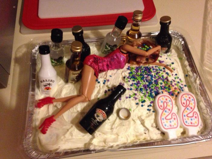 Mi madre me ha preparado una tarta de cumpleaños increíble