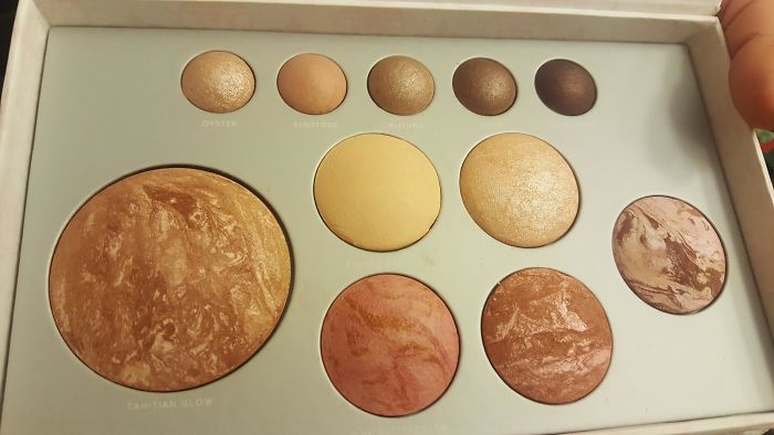 This Make-Up Looks Like Different Planets And Moons