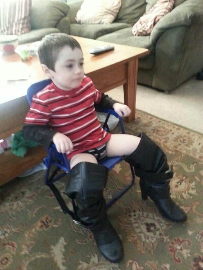 He encontrado a mi hijo sentado así
