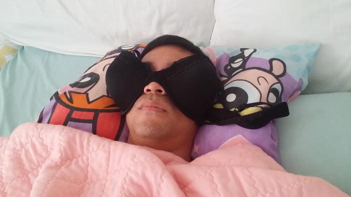 El dormitorio es muy soleado por las mañanas, encontré a mi marido así