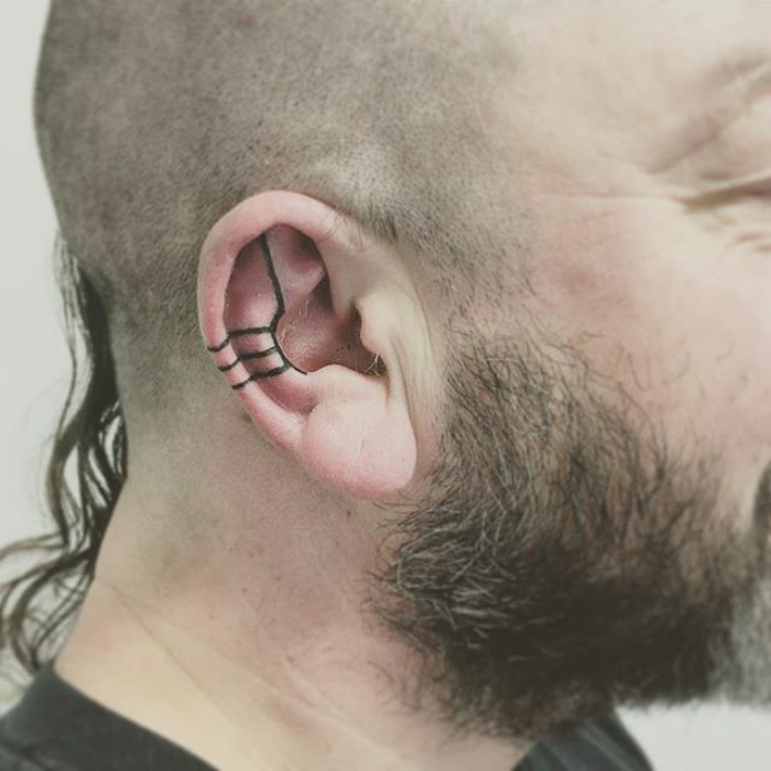 BSO6oirAI q 1 png  700 - Helix Tattoo Trend Is Taking Over Instagram, And These 10+ Pics Will Make You Want To Get One Too
