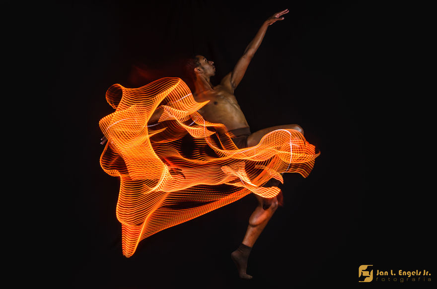 Balled Project: I Show The Movement Of Ballet Dancers With Long Exposure Photography