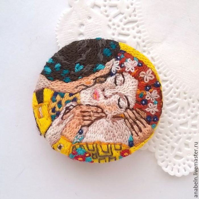Embroidered Art Gallery: Amazing Brooches By Anna Fedorenko