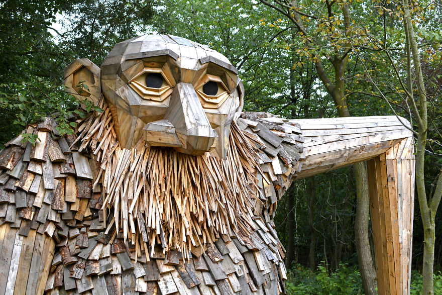 I Hide Giants That I Make From Wood In The Wilderness Of - Artist spends year woods creating beautiful sculptures