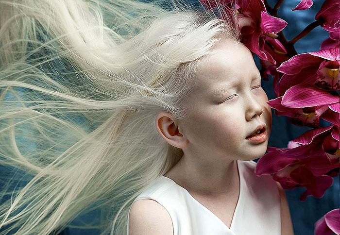 albino-girl-snow-white-nariyana-siberia-8