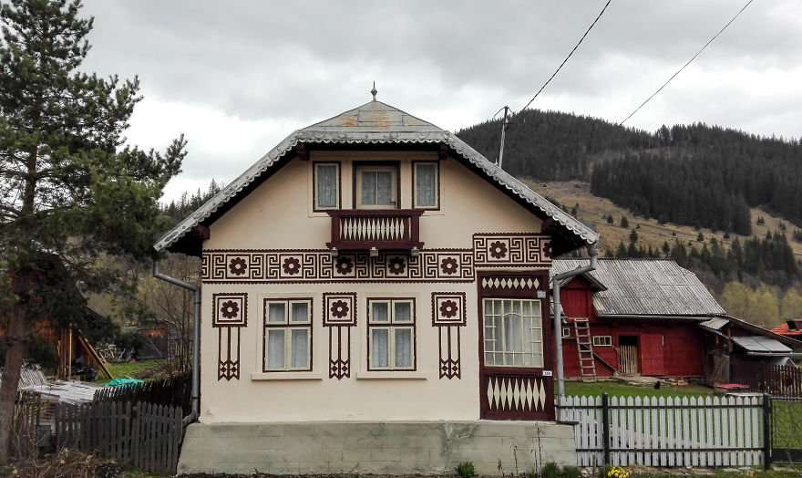 This is the most underrated artistic village in the world - The painted houses of ciocanesti ...