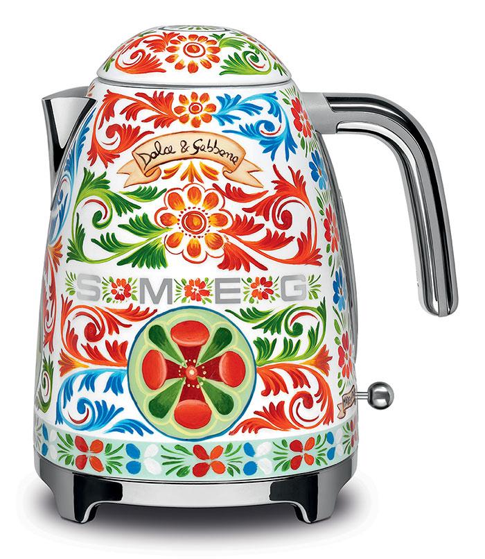 Dolce gabbana is releasing a line of kitchen appliances for Smeg dolce e gabbana