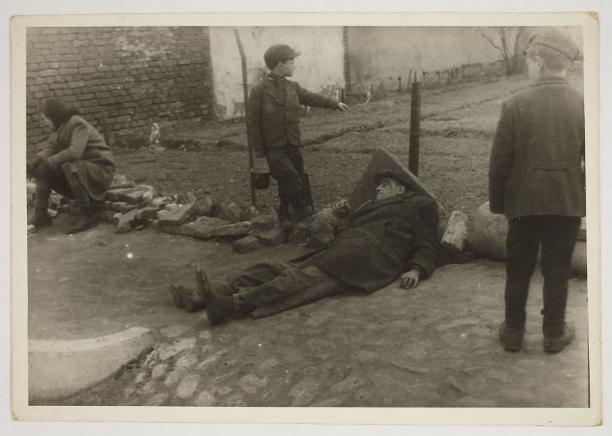 1940-1944: A Sick Man On The Ground