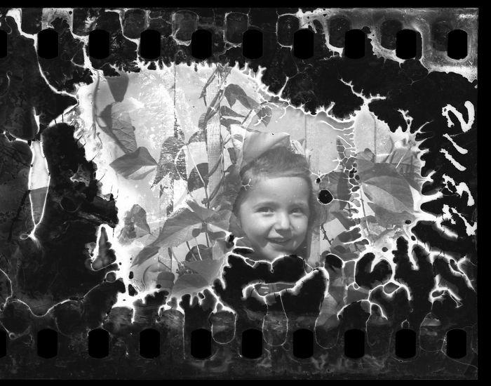 1940-1944: Niña sonriente