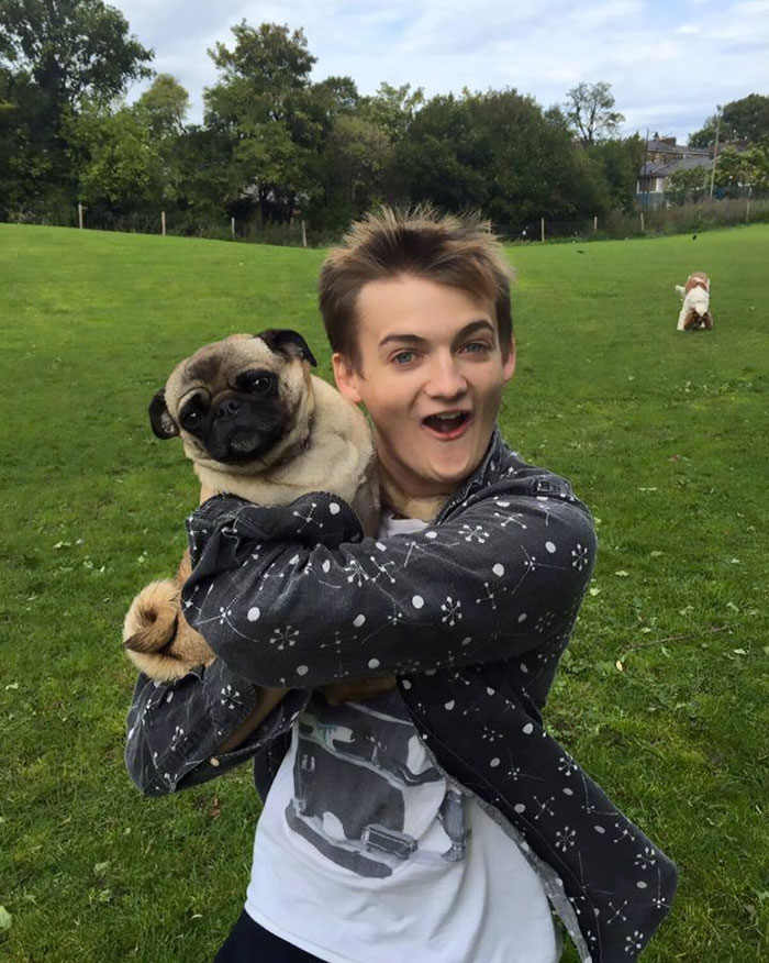 joffrey-hug-pug-photoshop-battle-3