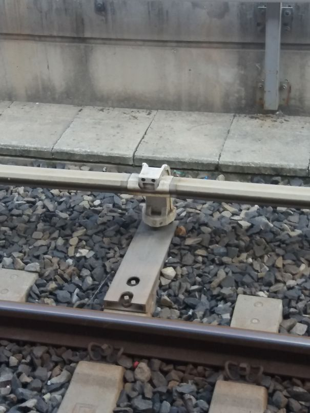 This Part Of Rail Seems Happy About Being There :d