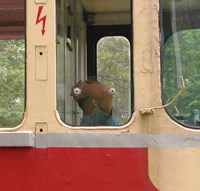 Me pareció ver una criatura extraña en el tren