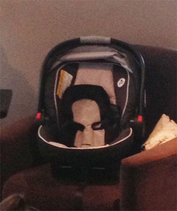 El carrichoche de mi bebé parece Severus Snape