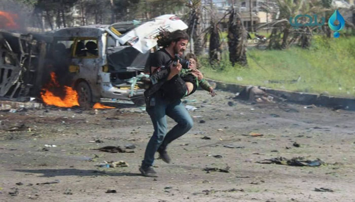 photographer-tries-save-boy-syrian-bus-attack-18