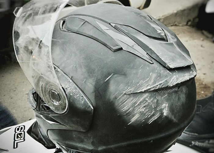 Si así está el casco, imaginad mi cabeza sin él