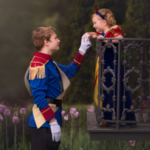 My 13-Year-Old Son Surprised His 5-Year-Old Sister With Disney Princess Photoshoot