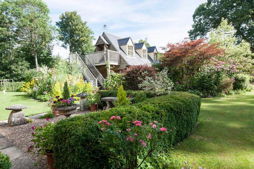 uk-smallest-castle-for-sale-mollys-lodge-11