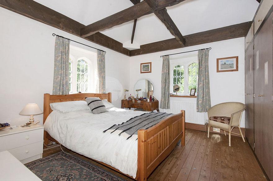 uk-smallest-castle-for-sale-mollys-lodge-5