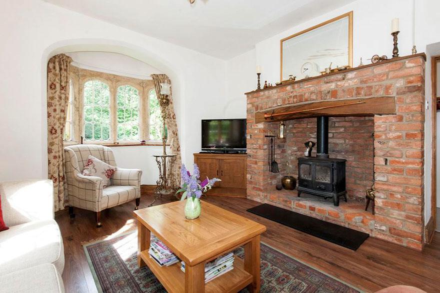 uk-smallest-castle-for-sale-mollys-lodge-9