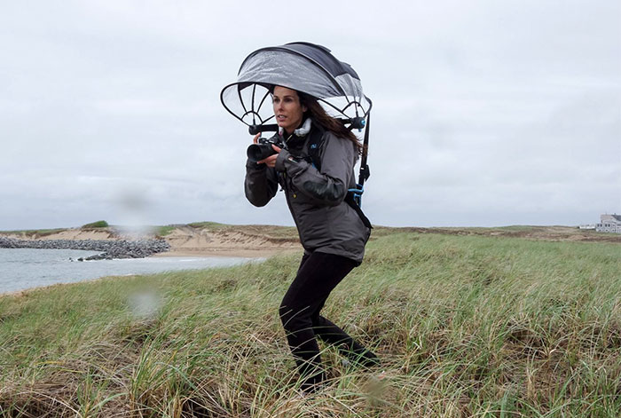 Innovative Hands-Free Umbrella That Keeps Your Camera Dry When Shooting In The Rain