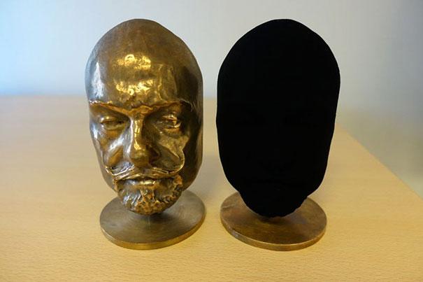 world-mattest-black-art-material-black2-stuart-semple-02