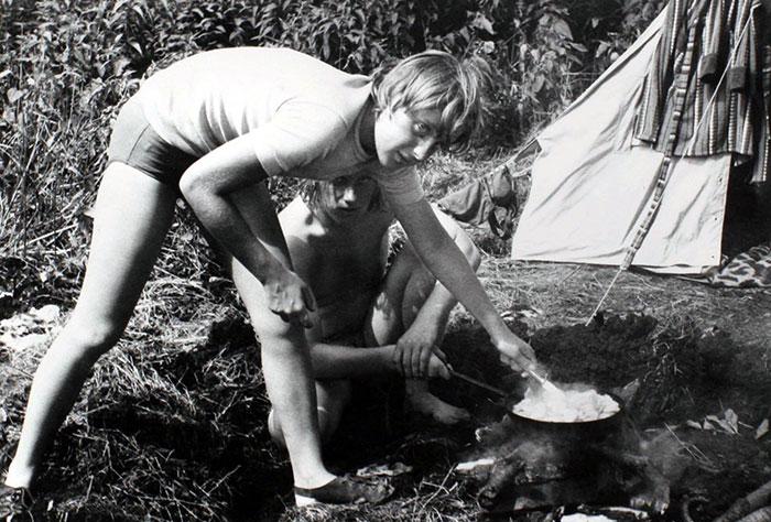 Angela Merkel de acampada con amigos, 1973
