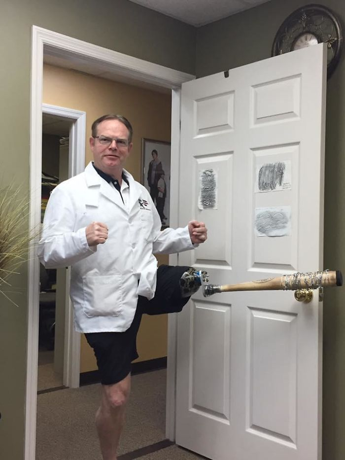 My Uncle Sent Me This Picture Of His Prosthesis Doctor