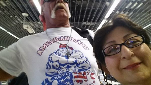 """My Foreign Mom Texted Me """"I Saw Hog Hogun At Frankfurt Airport And Took A Selfie With Him"""""""