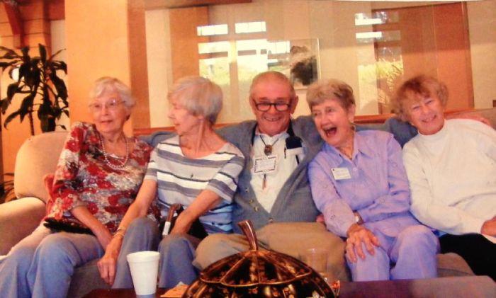 Mi abuelo se acaba de mudar a una residencia de ancianos y nos ha mandado esta foto