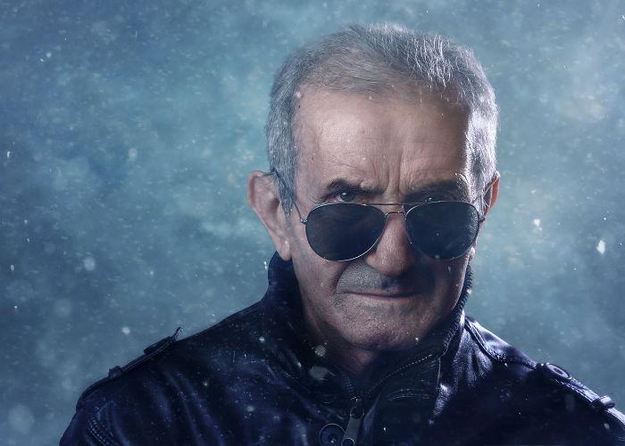 Mi abuelo, coronel retirado del ejército rumano, más duro que nunca a sus 75 años