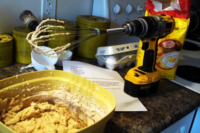 I Was A Carpenter And I Loved Baking. Didn't Have Money To Buy A Mixer So This Is How I Blended Cookie Dough. Like A F*cking Man