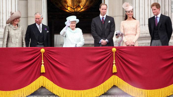 Oso Cub se reúne la familia real