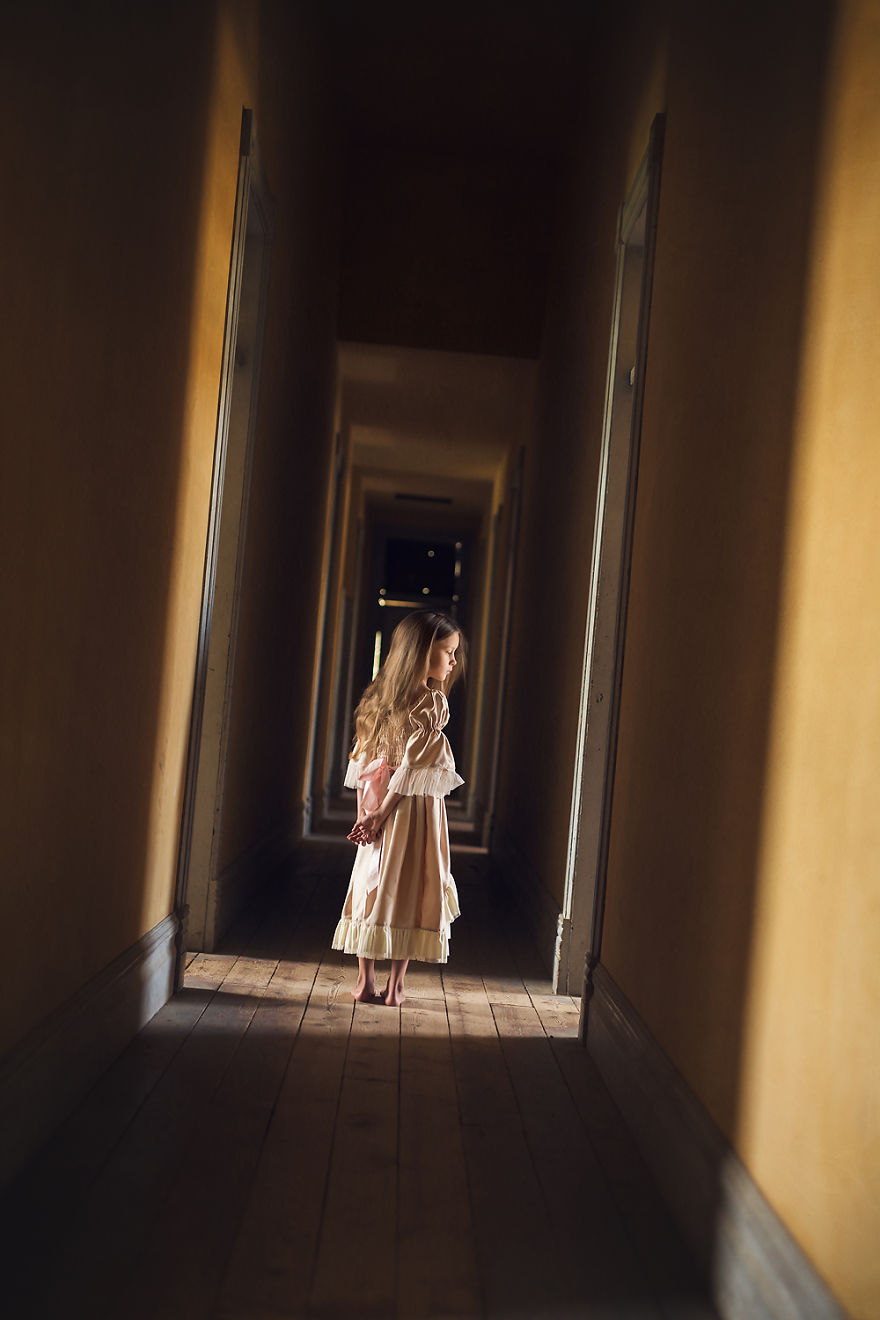 I Photographed My 7-Year-Old Daughter In A Haunted Ghost Town
