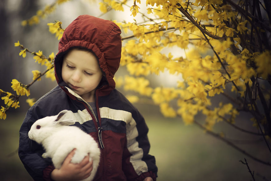 What's Better Then Photos Of Cute Kids? Cute Kids With Animals! 20 Photos Of Cute Kids With Animals!