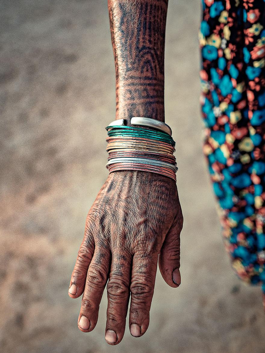 0f5ab7dab I Documented The Last Tattooed Women Of The Tharu Tribe | Bored Panda