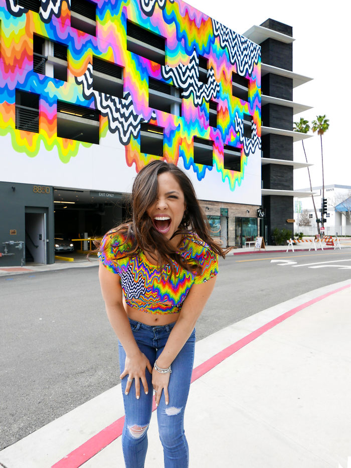 Jen Stark mural en la plataforma en Culver City, Ca