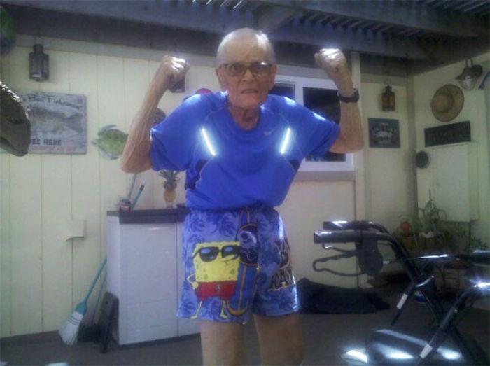 Mi abuelo falleció anoche, es el hombre más guay que he conocido