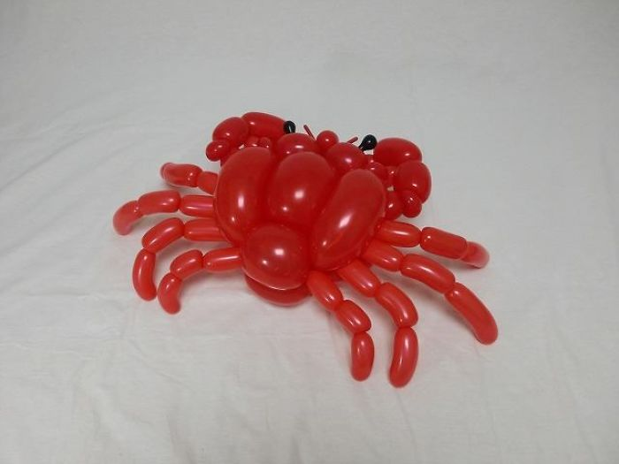 Crab figuras hechas con globos inflables