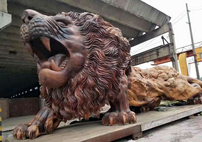 Гигантский лев