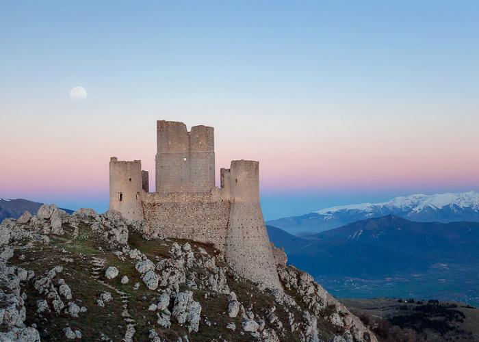 Italia está regalando algunos de sus viejos castillos, aquí explicamos cómo conseguir uno