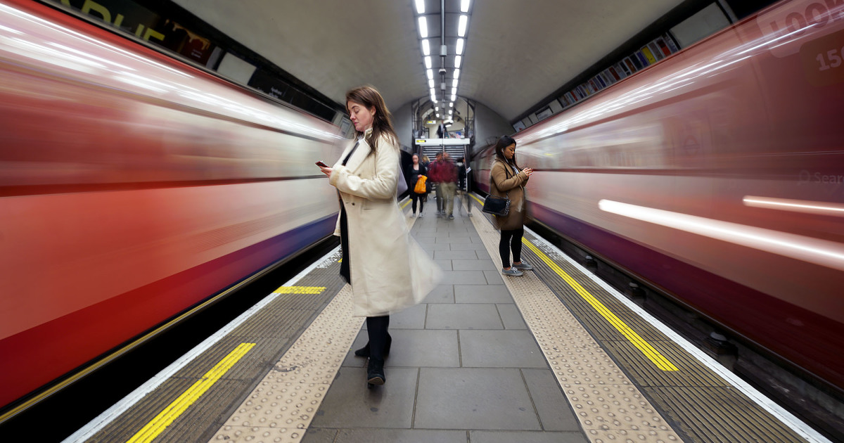 London Photographer Captures Awesome Shots Of People Waiting For Trains
