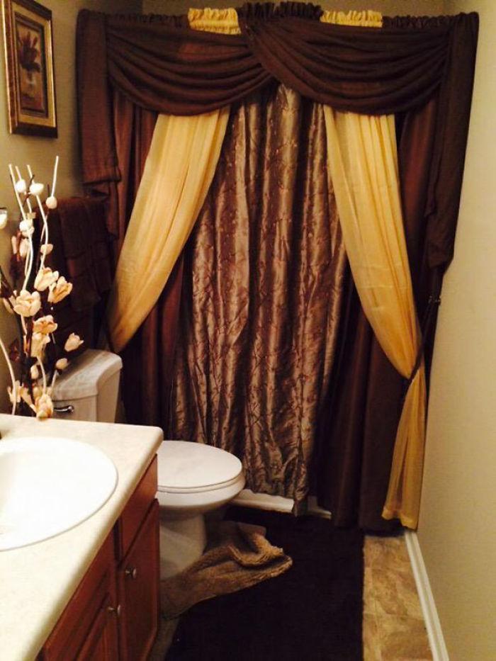 No sé ni como entrar en la bañera con todo lo que ha puesto mi madre