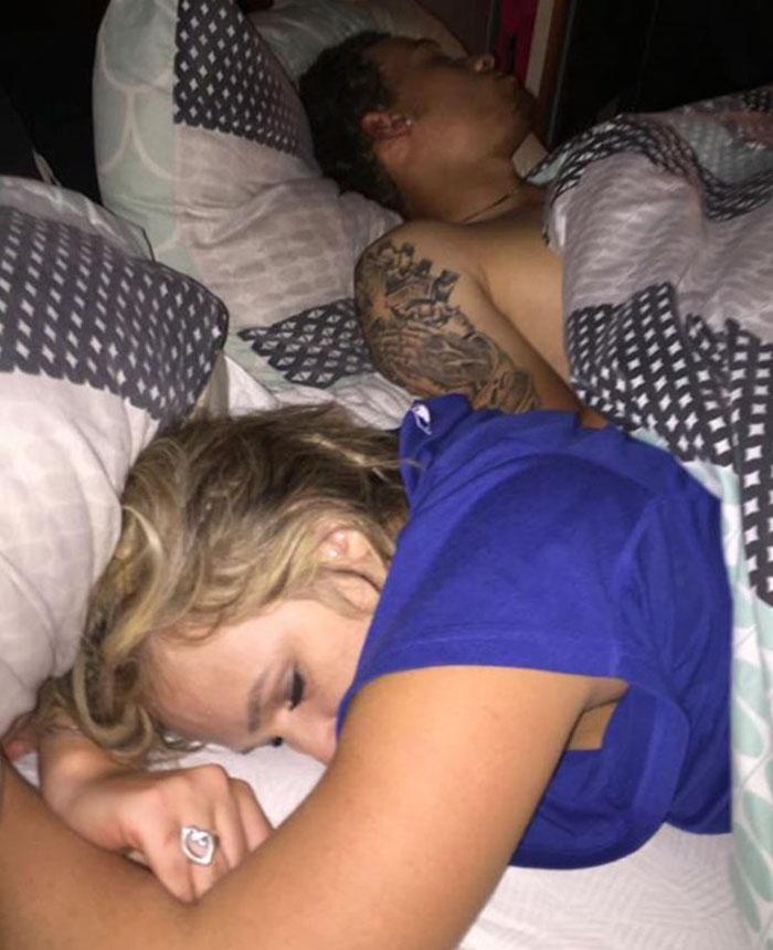 guy-caught-cheating-girlfriend-selfies-6