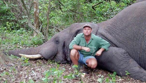 hunter dies crushed shot elephant theunis botha 59228ece45191  605 - Elephant Just Killed Big Game Hunter During His Hunt In Africa